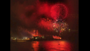 Fuochi di artificio sul Lungomare di Napoli